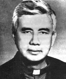 El P. Rutilio Grande, primer sacerdote asesinado en El Salvador.En estos días se ha abierto en Roma el proceso de beatificación.